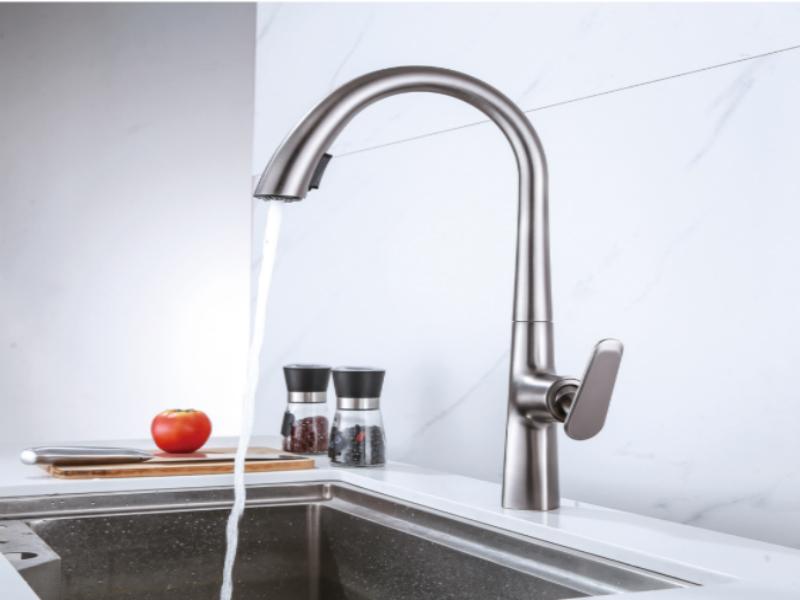 Faucet de la cocina de la moda extraída del material de latón interior con la manguera Grey Golden Black Colors